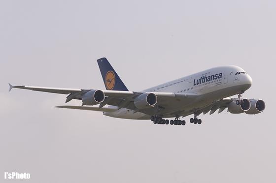 100612-RJAA-LH_A380_1.jpg